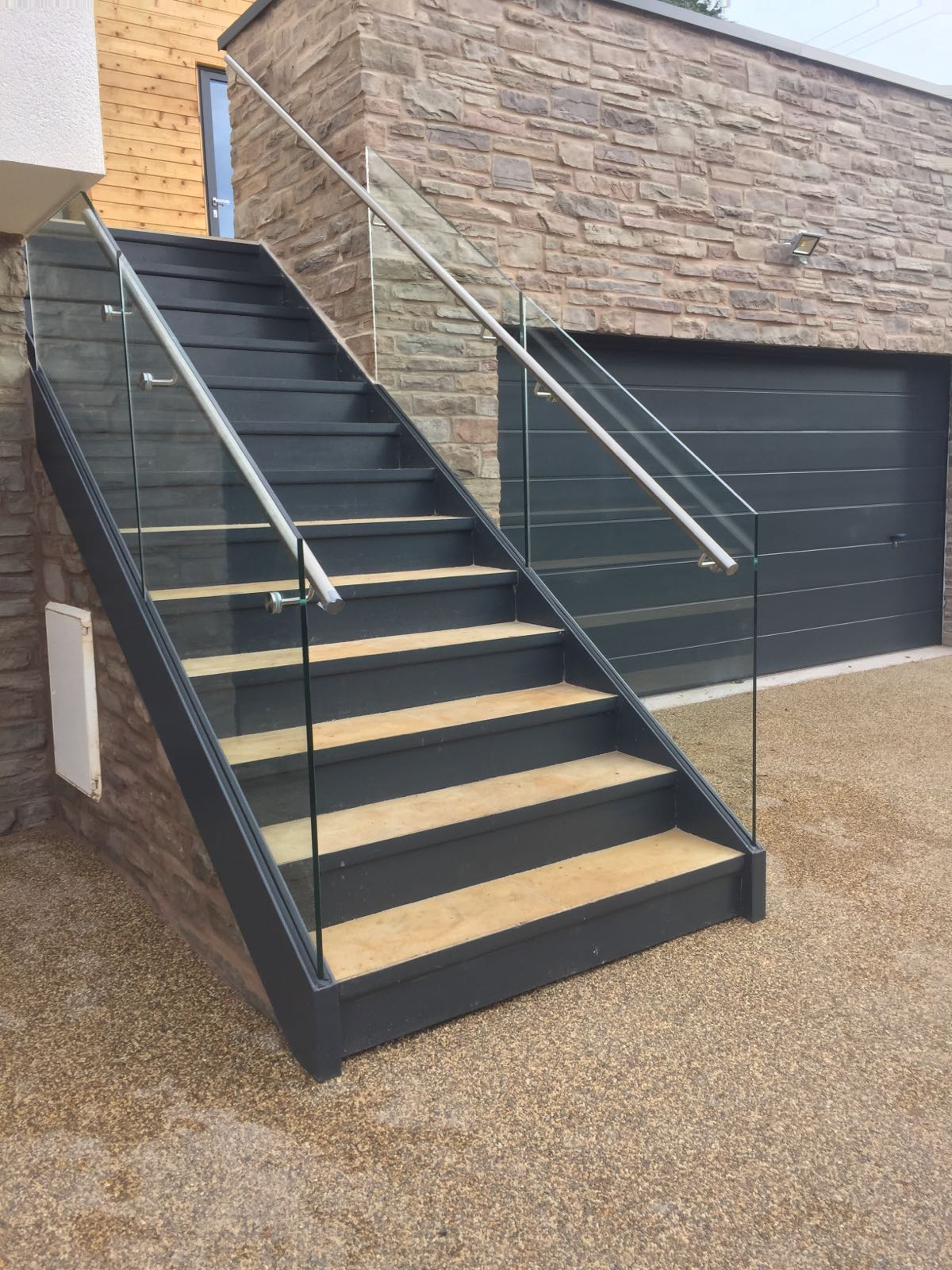 ... Steel Staircase With Frameless Glass Balustrade ...