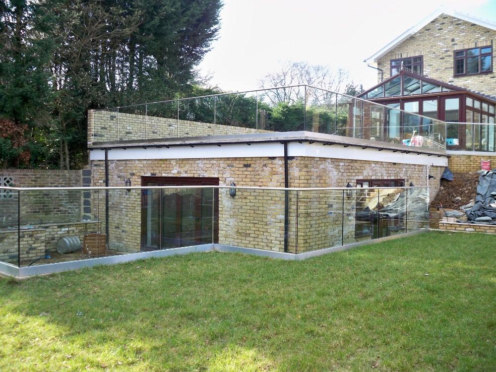 Frameless Glass Balustrade Around Garden Terrace Roof