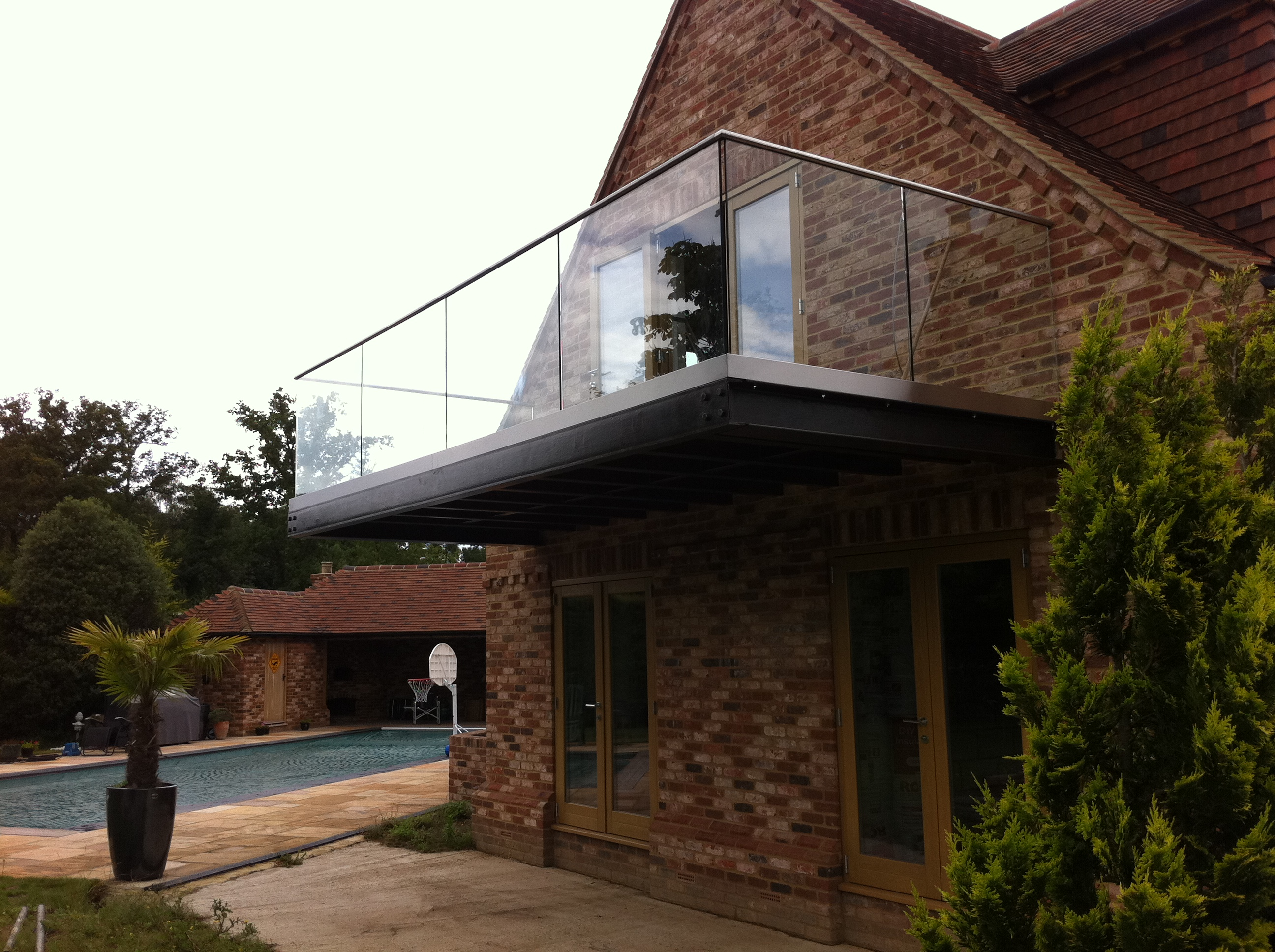 Frameless glass balcony balustrade morris fabrications for Glass balcony