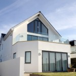 Frameless glass balustrade with no top rail